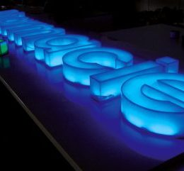 Светещи обемни букви