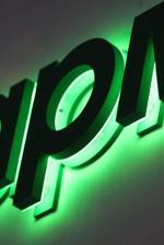 3д букви със зелена подсветка