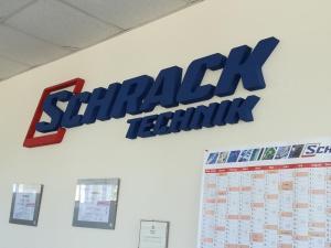 """Оцветени обемни букви от фибран за вътрешно брандиране на """"SCHRACK TECHNIK"""""""